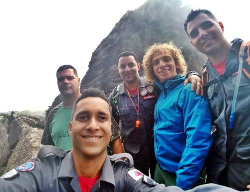 Bombeiros resgatam jovem perdido no Pico do Itacolomi