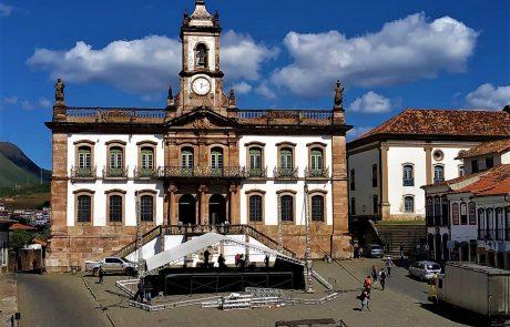 Foto - Registro de 23/05 mostra o palco sendo montado Crédito - Tino Ansaloni